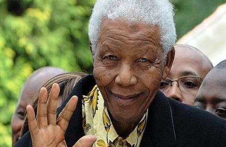 Nelson Mandela fue ingresado en un hospital de Johannesburgo