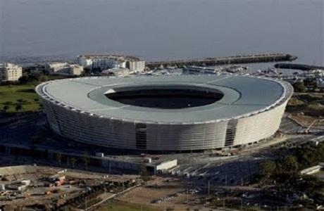 Vuelve el fútbol a los olvidados estadios sudafricanos